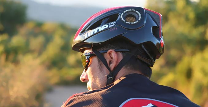 O capacete no ciclismo salva vidas